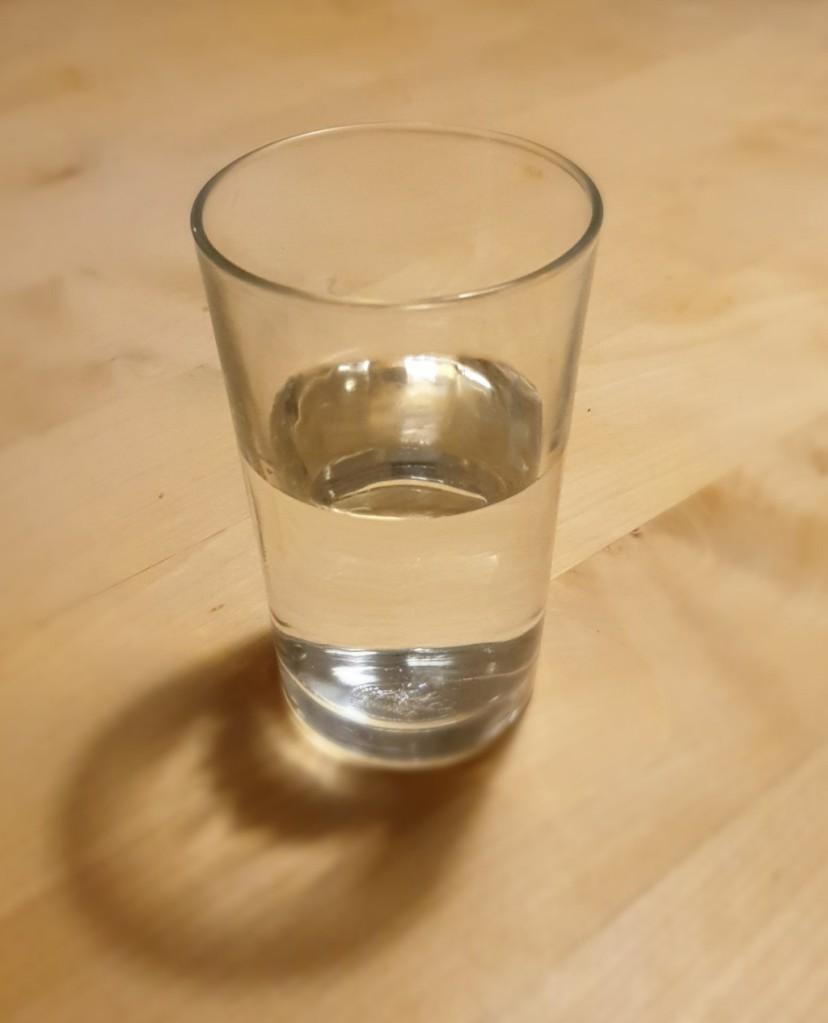 Glass - halb leer, halb voll